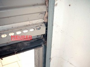 Gleiter, unten Rechts Polynorm Finish Doors Deckenlauftor